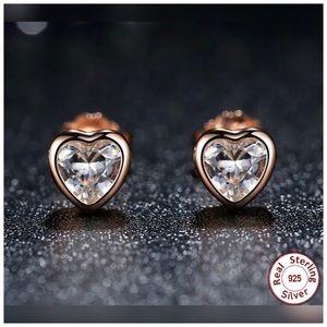 ♨️NEW♨️.925S Heart Shape Zircon Crystal Earrings